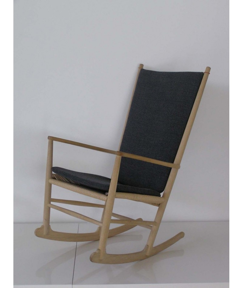 fauteuil bascule rocking chair de hans j wegner la. Black Bedroom Furniture Sets. Home Design Ideas