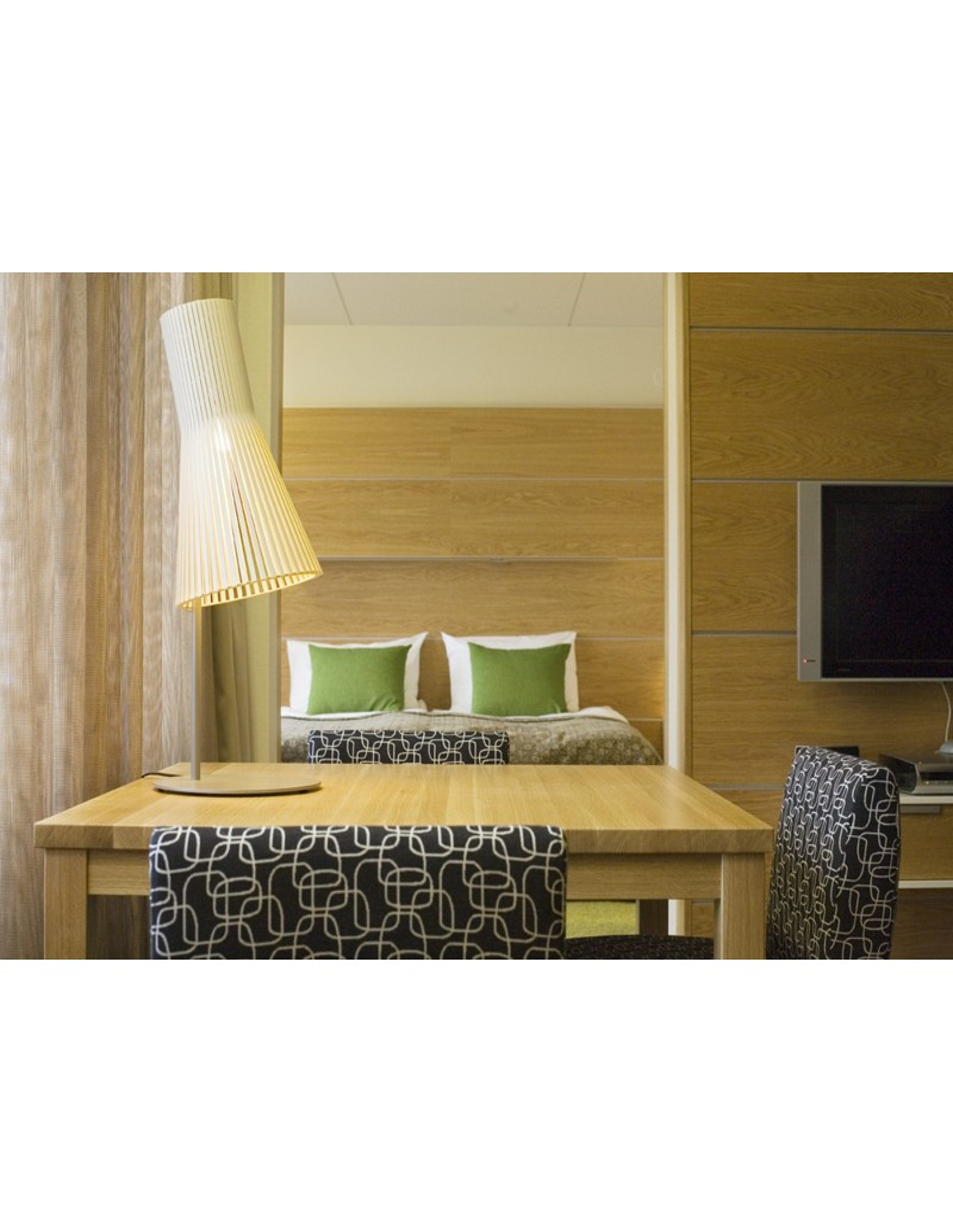 lampe de table secto ou 4220 design seppo koho la boutique danoise. Black Bedroom Furniture Sets. Home Design Ideas