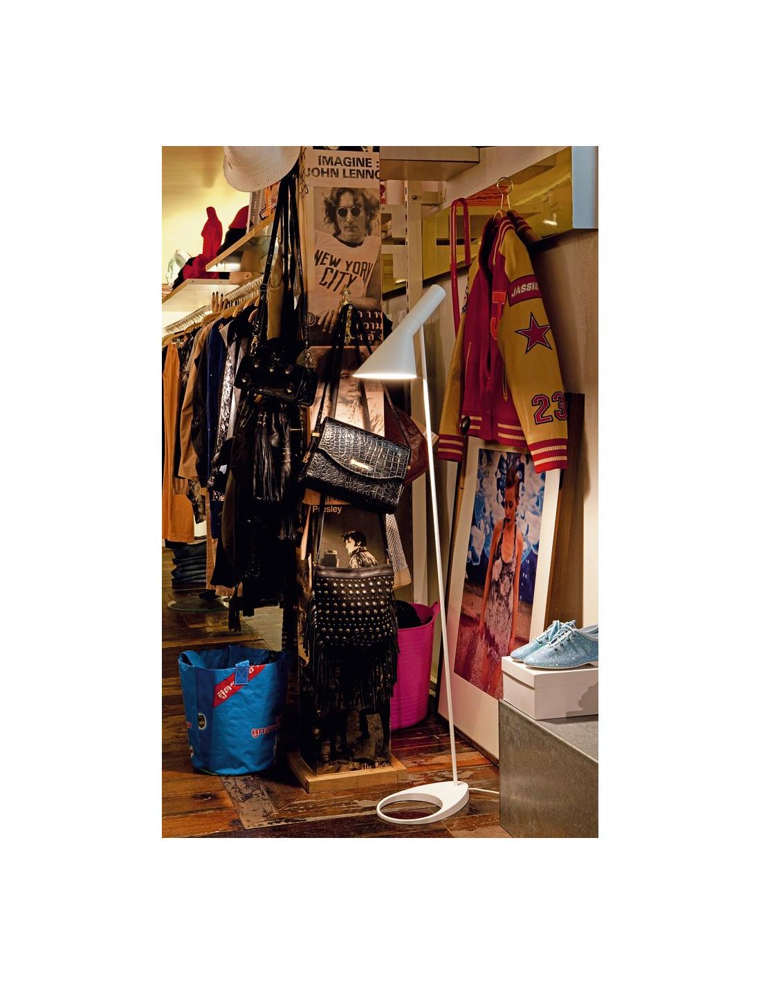 lampadaire aj design arne jacobsen pour louis poulsen la boutique danoise. Black Bedroom Furniture Sets. Home Design Ideas