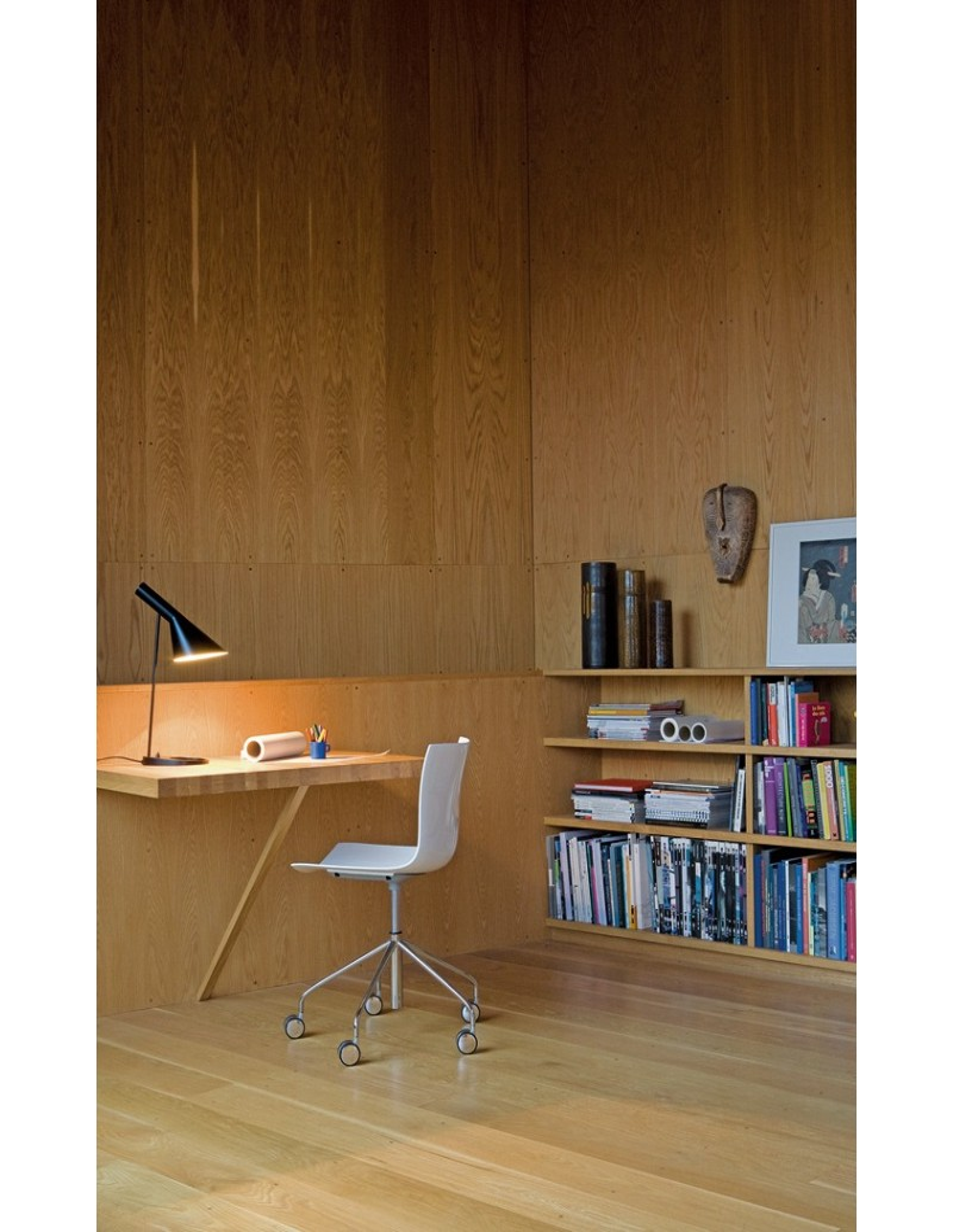 aj table lamp arne jacobsen design for louis poulsen la. Black Bedroom Furniture Sets. Home Design Ideas