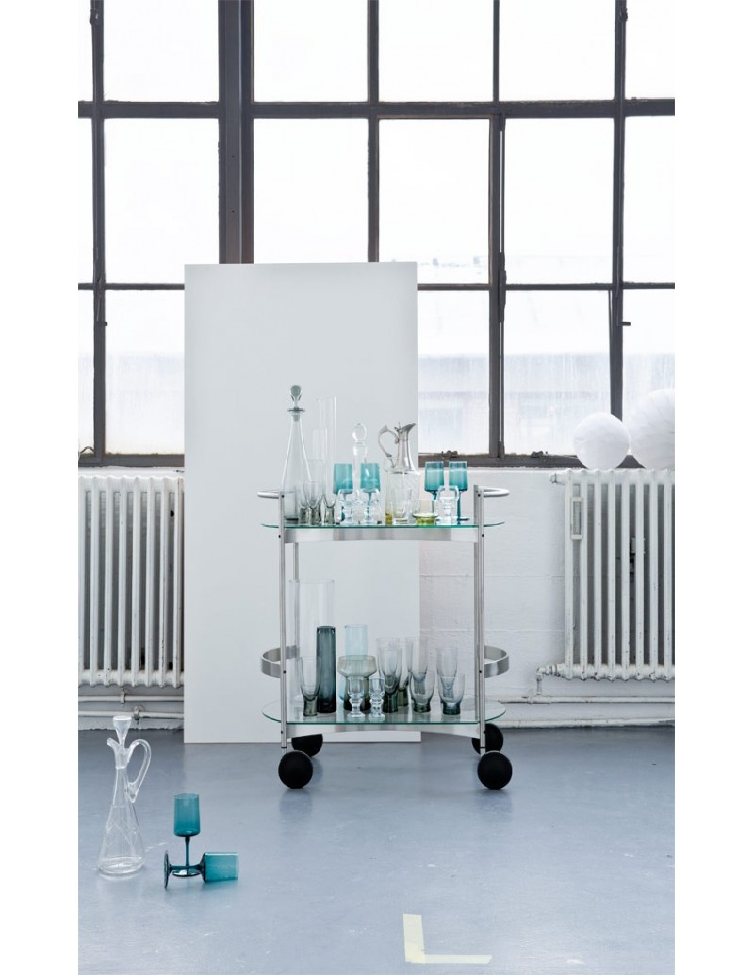 desserte orbis de takashi okamura la boutique danoise. Black Bedroom Furniture Sets. Home Design Ideas